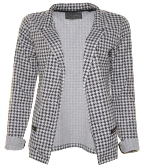 Preload https://img-static.tradesy.com/item/25300913/maison-scotch-black-and-white-houndstooth-blazer-size-8-m-0-1-650-650.jpg