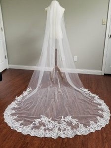 Ivory Long Single Tier Cathedral - Lindsey Bridal Veil