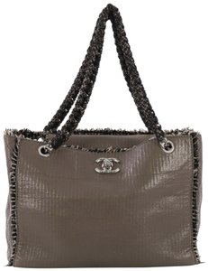 14c82de4d0da Chanel Tote in taupe lambskin and black and cream tweed
