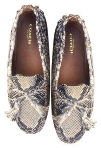 592036128d5f White Coach Flats Up to 90% off at Tradesy