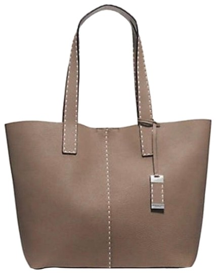 Preload https://img-static.tradesy.com/item/25309959/michael-kors-collection-rogers-lg-taupe-leather-tote-0-1-540-540.jpg