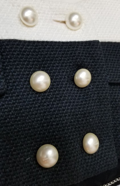 Chanel Signature Tweed Pearl Black and White Blazer Image 8