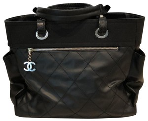 f3c5650da102 Chanel Biarritz Med/Lg Totebag with 2 Side Pockets and Zipper with ...