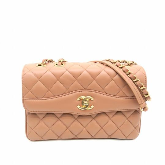 Preload https://img-static.tradesy.com/item/25313410/chanel-2018-small-two-tone-pink-ghw-beige-shoulder-bag-0-0-540-540.jpg