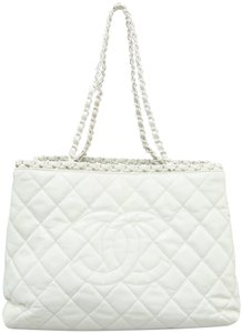 58224c83593bcb Chanel Tote Bags on Sale - Up to 70% off at Tradesy