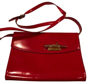 eb75391f1dc Red Moschino Bags - 70% - 90% off at Tradesy
