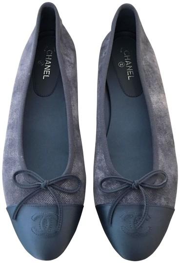 Preload https://img-static.tradesy.com/item/25317525/chanel-blue-classic-leather-ballet-cc-captoe-logo-bow-slip-on-ballerina-flats-size-eu-395-approx-us-0-2-540-540.jpg