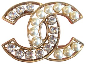5a73856f5140 Chanel Chanel CC Logo Crystal and Pearly Brooch