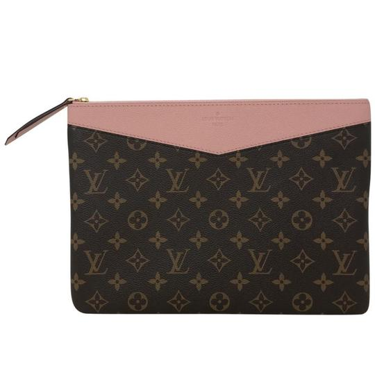 Preload https://img-static.tradesy.com/item/25318189/louis-vuitton-daily-pouch-cosmetic-bag-0-0-540-540.jpg