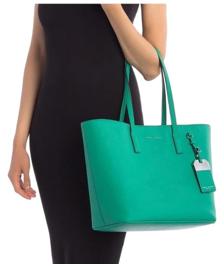Preload https://img-static.tradesy.com/item/25318731/marc-jacobs-luggage-tag-green-aloe-leather-tote-0-1-540-540.jpg