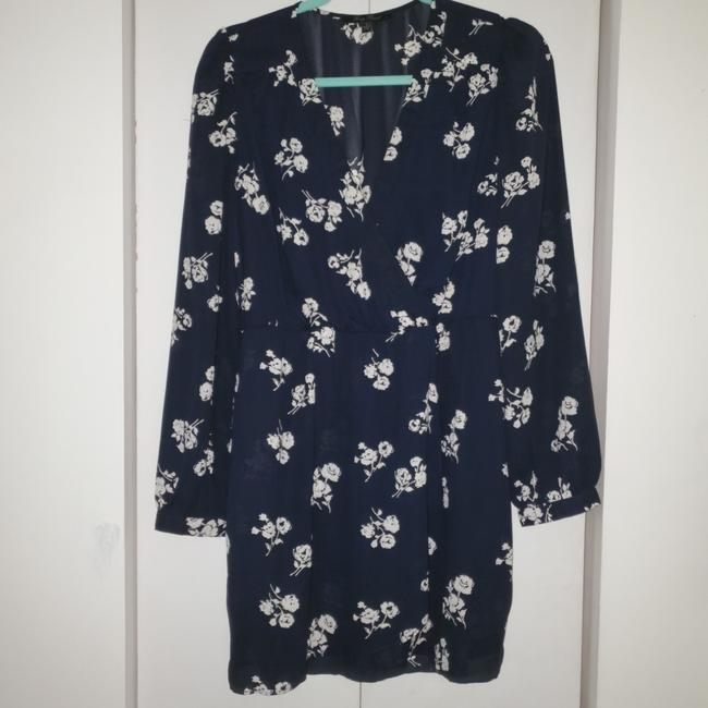 Preload https://item5.tradesy.com/images/honey-punch-navy-white-flowers-d11056-20-short-casual-dress-size-12-l-25321759-0-1.jpg?width=400&height=650