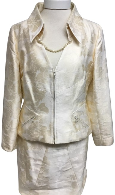 Item - Ivory Jacquard with Pearls Skirt Suit Size 12 (L)