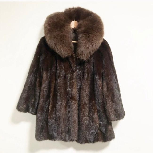 Preload https://img-static.tradesy.com/item/25322203/brown-mink-and-fox-hollywood-starlet-coat-size-8-m-0-0-650-650.jpg