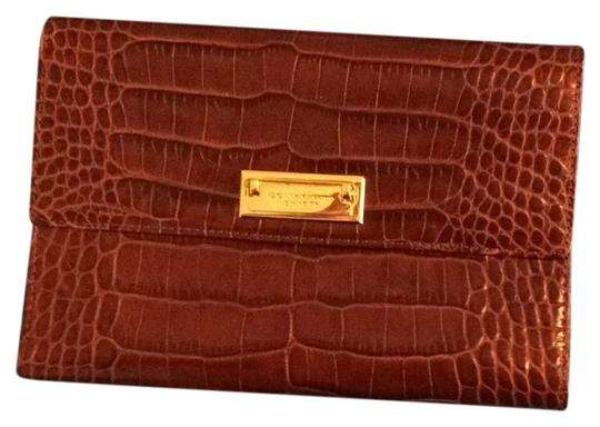 Preload https://img-static.tradesy.com/item/25322277/donna-karan-brown-leather-gold-clasp-g9920182-wallet-0-1-540-540.jpg