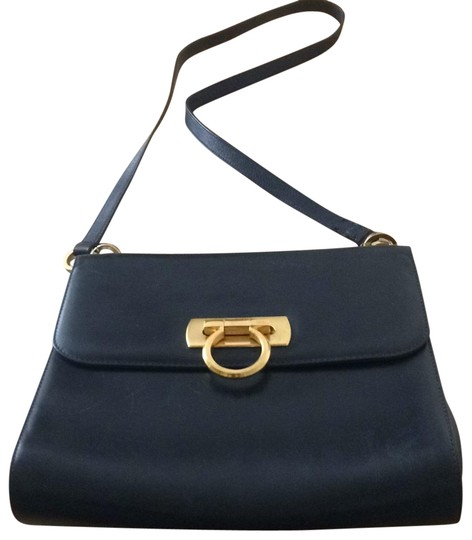 Preload https://img-static.tradesy.com/item/25322362/salvatore-ferragamo-purse-black-leather-gold-front-clasp-and-two-connector-clasps-bullhide-cross-bod-0-2-540-540.jpg
