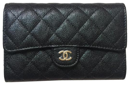 Preload https://img-static.tradesy.com/item/25326534/chanel-wallet-on-chain-classic-quilted-iridescent-caviar-black-leather-cross-body-bag-0-1-540-540.jpg