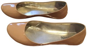 Kenneth Cole Reaction Tan Nude Round Toe Patent Leather Camel Flats