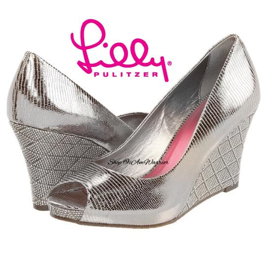 Preload https://img-static.tradesy.com/item/25329144/lilly-pulitzer-silver-peep-wedges-size-us-8-regular-m-b-0-0-540-540.jpg