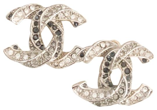 Preload https://img-static.tradesy.com/item/25329245/chanel-twisted-two-tone-large-crystal-cc-silver-earrings-0-1-540-540.jpg