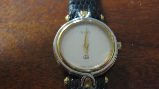 Gucci Women's Gucci Watch New Band Accurate Time Swiss Made Image 1