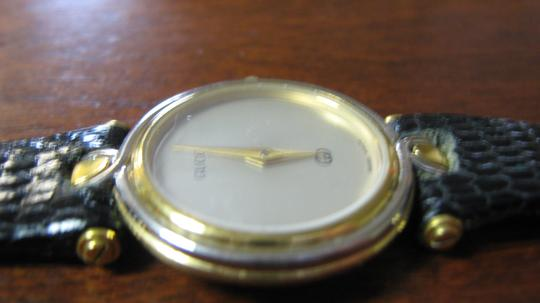 Gucci Women's Gucci Watch New Band Accurate Time Swiss Made Image 2