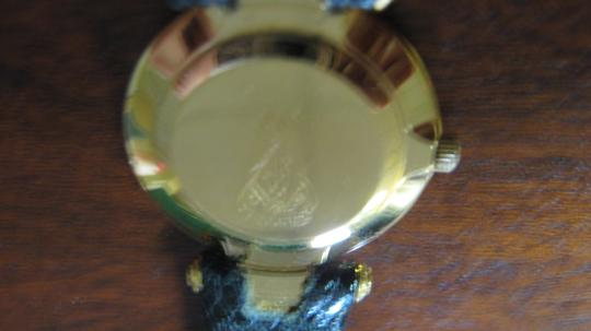 Gucci Women's Gucci Watch New Band Accurate Time Swiss Made Image 4