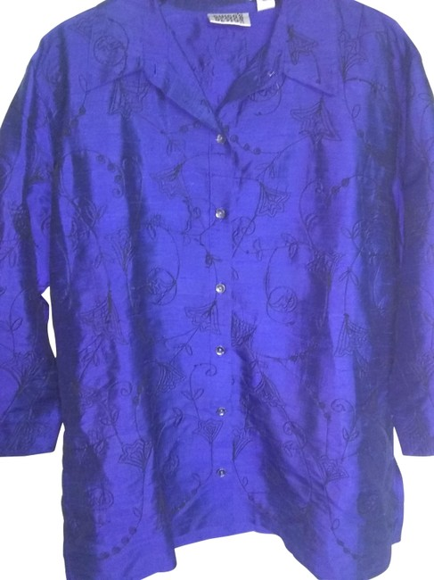 Preload https://img-static.tradesy.com/item/25330389/chico-s-blue-embroidered-design-button-down-top-size-12-l-0-2-650-650.jpg