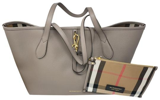 Preload https://img-static.tradesy.com/item/25330443/burberry-leather-honeybrook-gray-tote-0-1-540-540.jpg