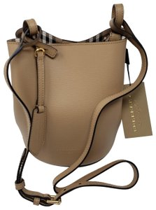 48f61032853d Burberry Bucket Bags - Up to 70% off at Tradesy