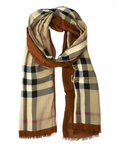 Burberry Haymarket Color Border