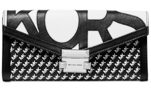 3690a759f054 Michael Kors Clutches - Up to 70% off at Tradesy
