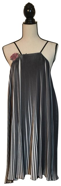 Item - Black and White Pleated Short Cocktail Dress Size 14 (L)