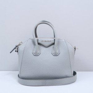 ae69386a76 Givenchy Mini Bags - Up to 70% off at Tradesy (Page 4)