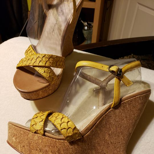 House of Harlow 1960 Wedges Image 1