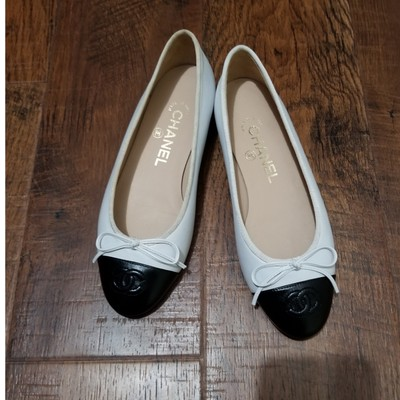 8893dcd0 Women's White Chanel Shoes - Up to 90% off at Tradesy (Page 4)