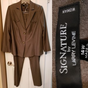 Signature by Larry Levine 2 piece pants suit