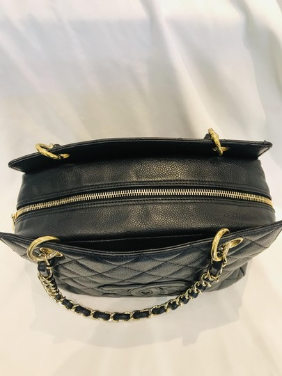 Chanel Tote in black Image 6