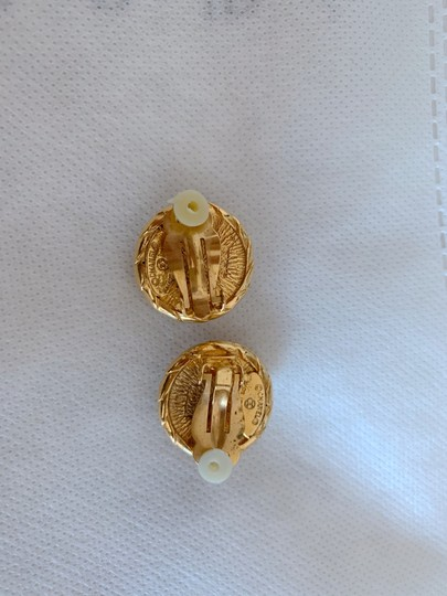 Chanel Chanel gold-tone vintage earrings featuring Image 1