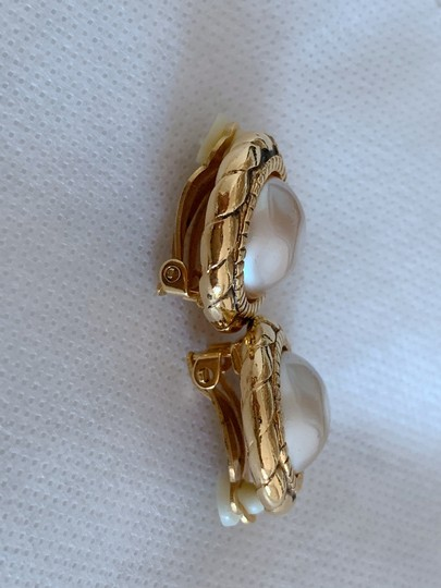 Chanel Chanel gold-tone vintage earrings featuring Image 2