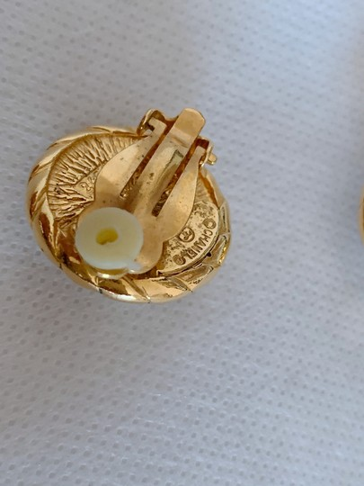 Chanel Chanel gold-tone vintage earrings featuring Image 3