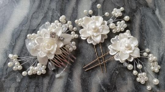 Preload https://img-static.tradesy.com/item/25341271/white-new-3pcs-set-bride-comb-lace-piece-flower-leaf-pin-hair-accessory-0-0-540-540.jpg