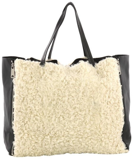Preload https://img-static.tradesy.com/item/25341944/celine-horizontal-gusset-cabas-large-off-white-shearling-and-leather-tote-0-1-540-540.jpg