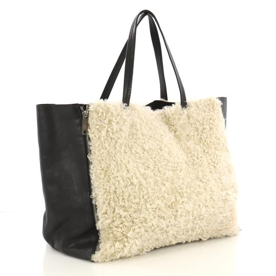 Céline Leather Tote in off-white Image 1