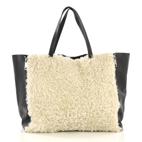 Céline Leather Tote in off-white Image 2