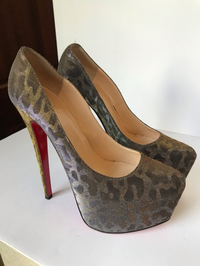 Christian Louboutin gold Pumps Image 9