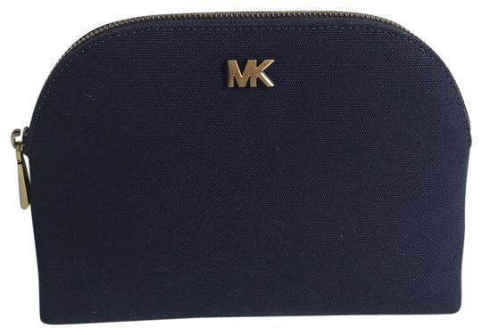 Preload https://img-static.tradesy.com/item/25342539/michael-michael-kors-admiral-blue-large-travel-pouch-cosmetic-bag-0-1-540-540.jpg