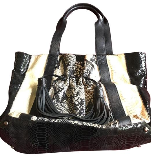 Preload https://img-static.tradesy.com/item/25344396/carlos-falchi-handbag-black-and-white-leather-hobo-bag-0-1-540-540.jpg
