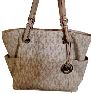 6dee6946e9ad Michael Kors Collection Bags - 70% - 90% off at Tradesy