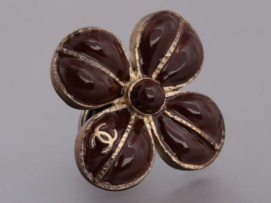 Chanel BROWN ENAMEL AND DISTRESSED SILVER TONE FLOWER RING Image 4