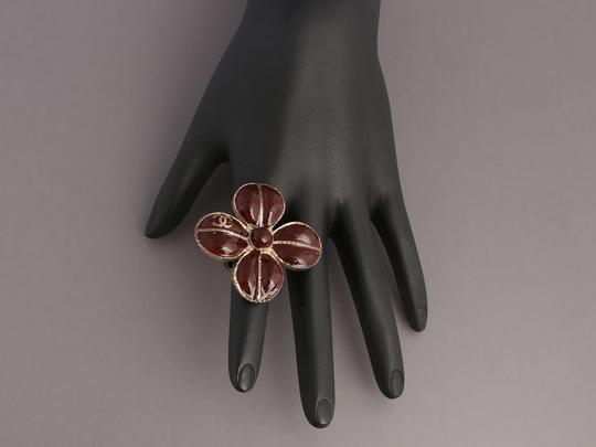 Chanel BROWN ENAMEL AND DISTRESSED SILVER TONE FLOWER RING Image 6